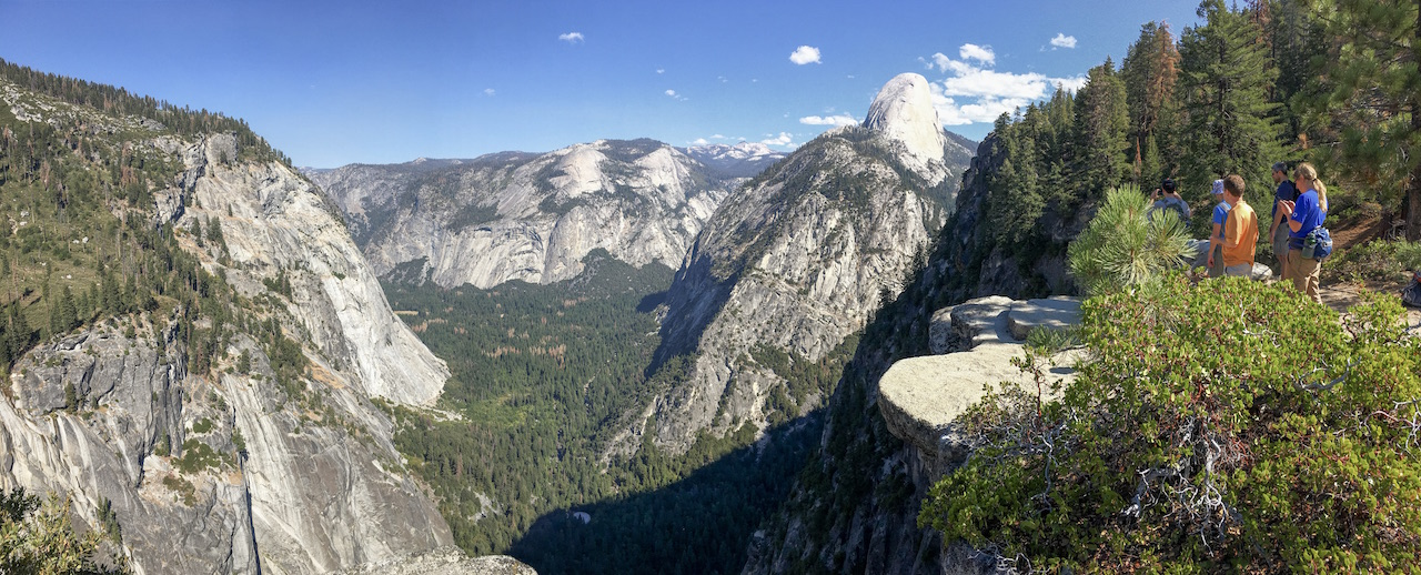 Panoramic view above Yosemite Valley